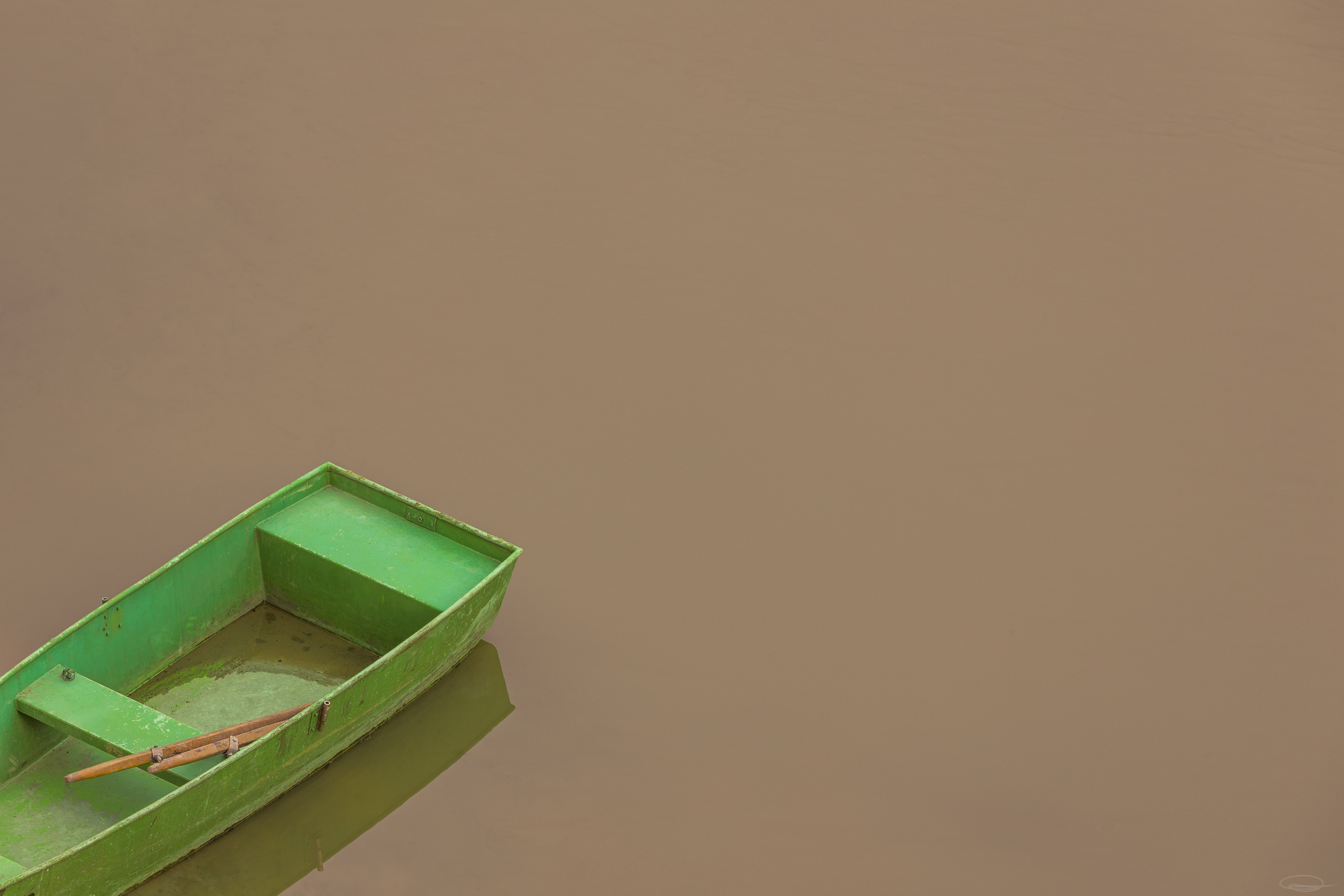 Lake Forstsee: green boat in the muddy puddle